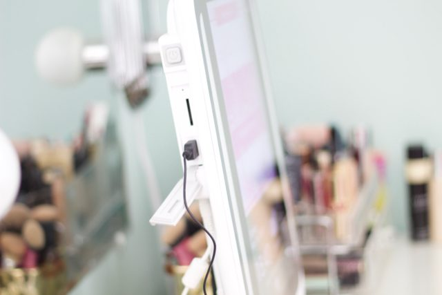 Meet HiMirror Plus: Your Two-In-One Mirror and Beauty Consultant
