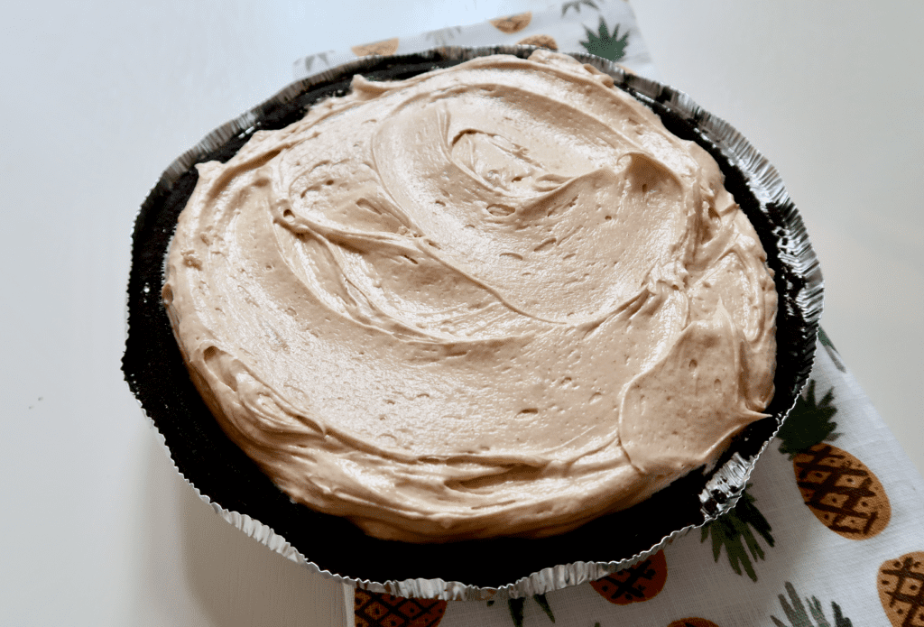 The Easiest Peanut Butter Pie Recipe That Will Impress Everyone and takes hardly no time to prepare! | www.simplystine.com