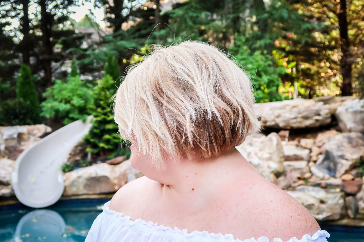Curious about a short hairstyle? What it takes to keep my balayage blonde hair style in shape? I'm sharing all of my hair tips on how I keep my locks looking their best! #hair #blonde #Balayage #Bob